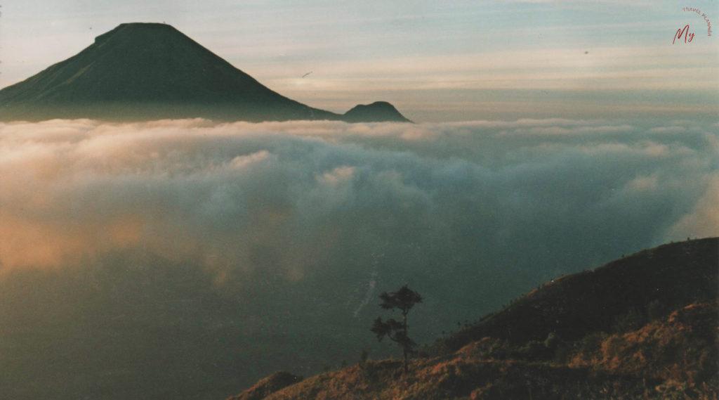 l'alba sull'altopiano di Dieng a Java - Indonesia