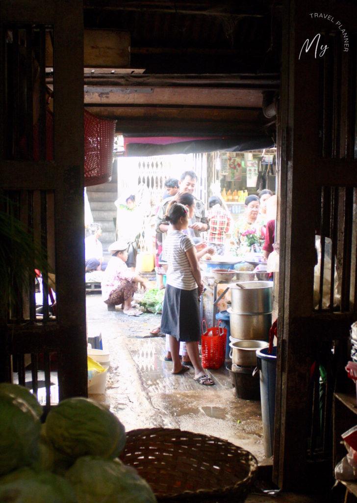 Il mercato di Theingyi a Yangon
