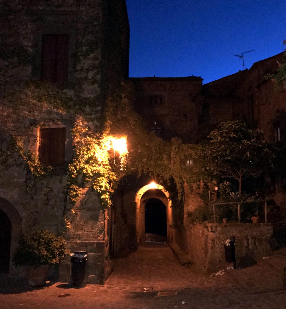 Civita di Bagnoregio di notte