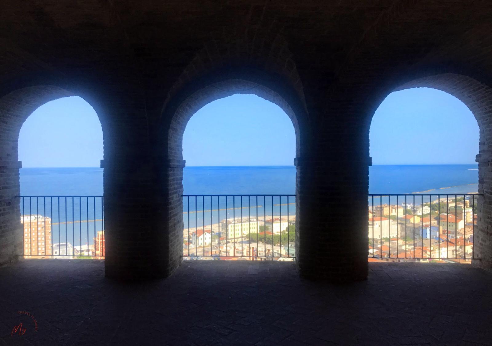 Panorama sul mare dal borgo di Gottammare