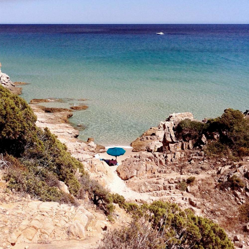 Caletta deserta nella Sardegna Sud Ovest