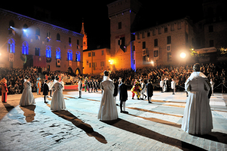 Dama vivente a Castelvetro di Modena