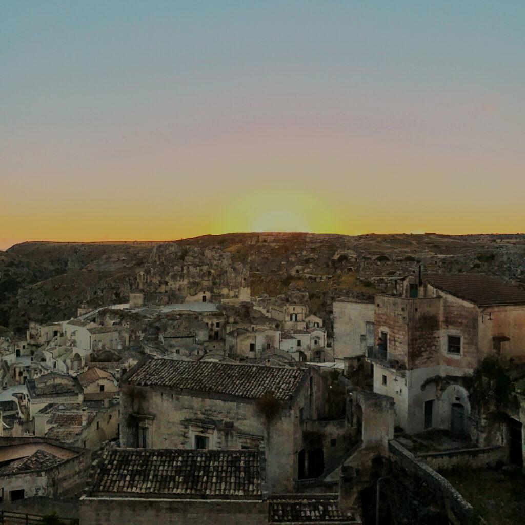 Cosa fare a Matera: vederla all'alba