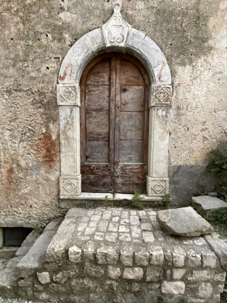 Portone a Santo Stefano di Sessanio