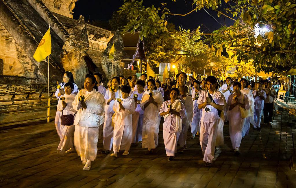 processione del Wien Thien durante il Makha Bucha