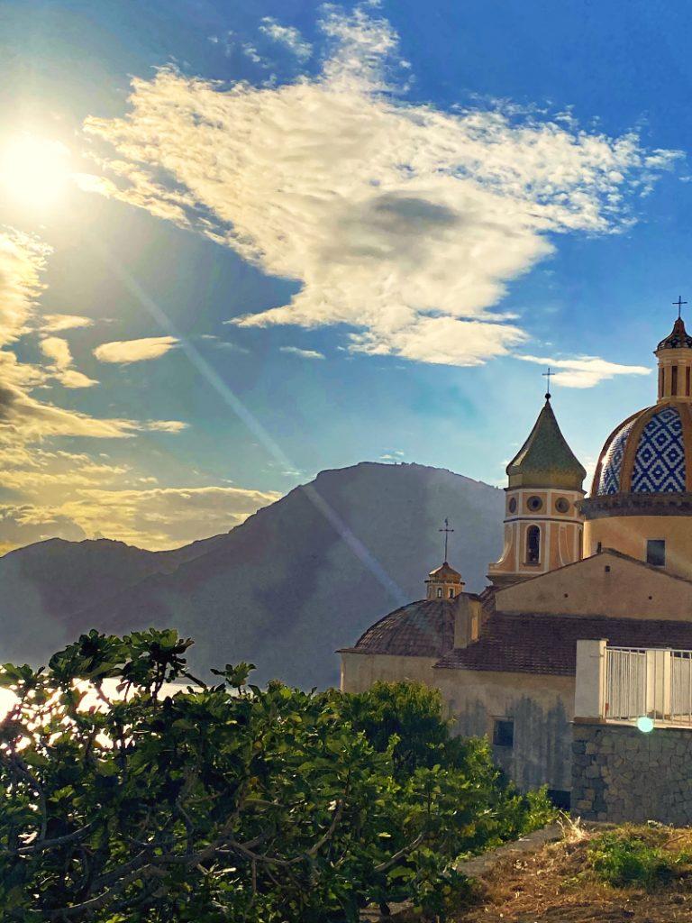 Chiesa di Praiano con vista